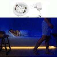 PIR Czujnik Ruchu Światła LED Taśmy Taśma Wstążka Inteligentny Włączyć Off Timer SMD 3528 Ciepłe Białe Łóżko Sypialnia Szafki Nocne lampa