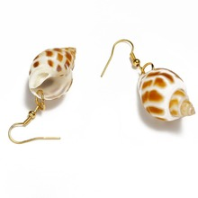 цены 1 Pair Beach Natural Sea Shell Conch  Dangle Hook Earrings For Women Screw Snail Shape Earring Jewelry Gfit