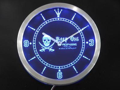 Nc0390 Pirates garder hors de l'intrusion tête de crâne barre néon signe horloge mur LED