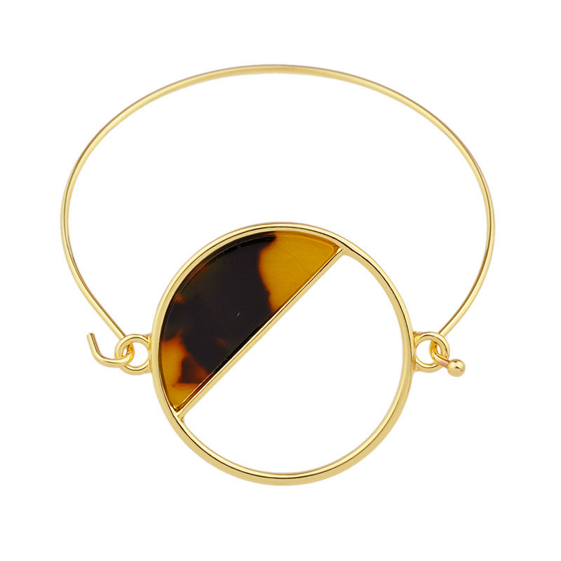 2018 bracelets geometric circular fashion bracelets sell like hot cakes Ms acrylic Color wafer The metal bracelet in Bangles from Jewelry Accessories