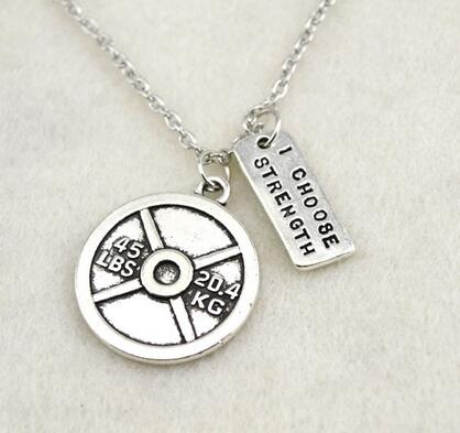 """12pcs/ Lot Antique Silver Plated Vintage Circle 45lbs 20.4kg Weight Plate And """" I Choose Strength"""" Sports Charm Necklace"""