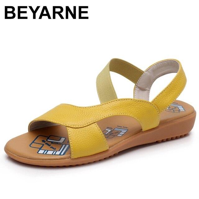 BEYARNE البقر جلد طبيعي الصنادل النساء الصنادل كعب مسطح أحذية الصيف الموضة صناديل للنساء الصيف حجم كبير 34 43
