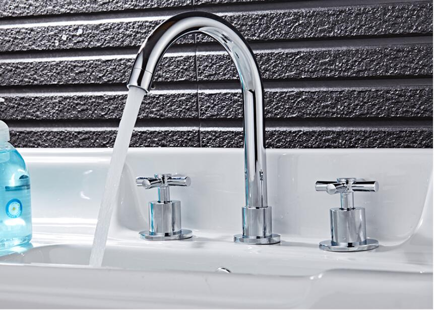 Copper three-hole mixing valve basin faucet European three-piece split double hot and cold faucet LU41120 lanos torneira all copper split three piece three hole basin faucet flat water double tube factory direct the hot and cold taps