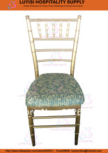 Gold aluminum Chiavari wedding chair with fixed seat cushion
