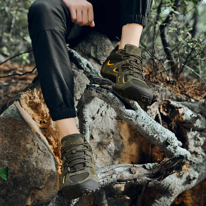 18 Xiang Guan Hiking Shoes Low Cut Boots Outdoor Sneakers Athletic Sport Shoes Men Trekking Breathable Climbing Shoe New Arrival in Hiking Shoes from Sports Entertainment