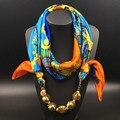 2017 de La Moda de Primavera Bufandas Mujeres Decoración Impreso Lentejuela Bola Colgante de Collar de La Bufanda Del Silenciador de La Bufanda de Seda Del Mantón Floral