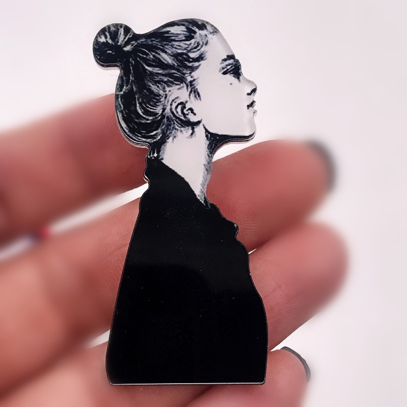 1PCS Model Lady Icon Beauty Acrylic Brooch For Lady Gifts High Quality Badge Pin T-shirt Cap Scarf Clothes Accessories