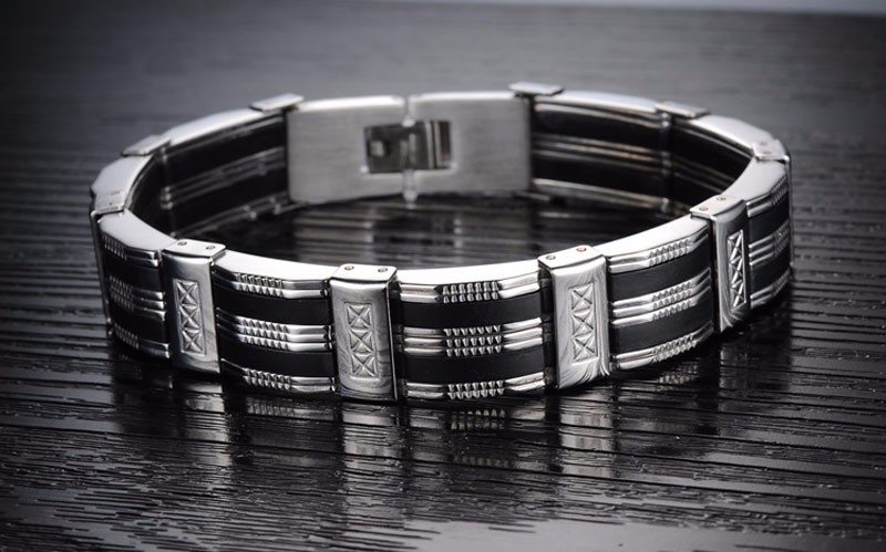 detailed-titanium-black-and-silver-mens-bracelet-4