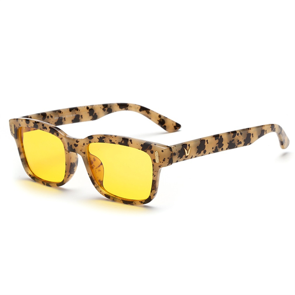 1069e772f75 Anti-blue Rays Computer Reading Radiation Resistant Glasses Gaming Goggles  Unisex men women Wearing Glasses