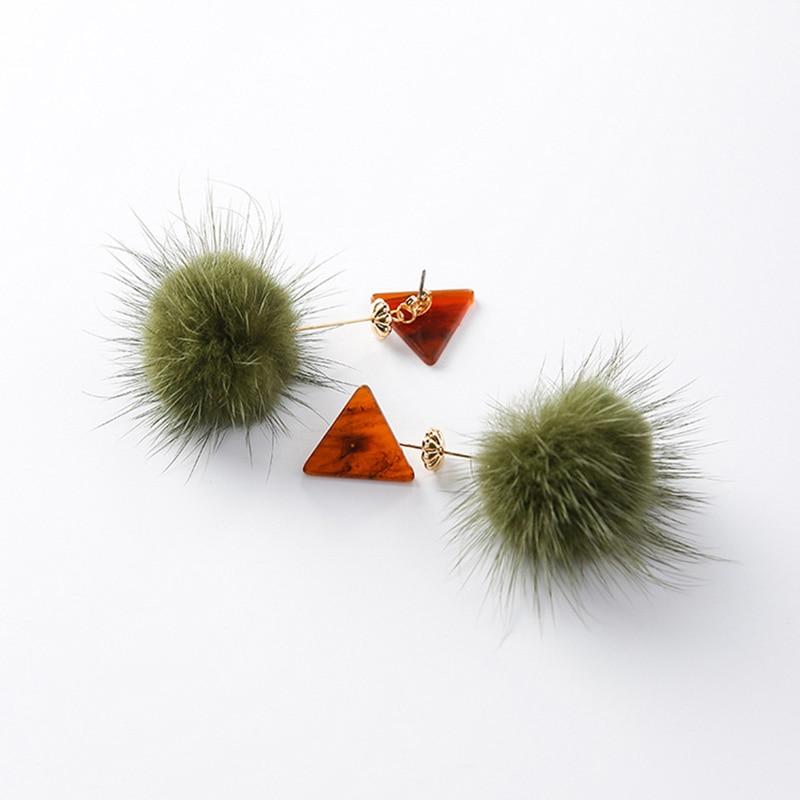 Новые моды зеленый помпоном и Треугольники LNK текстура Серьги для Для женщин Lmitation норки с металлической моды Серьги ювелирные изделия