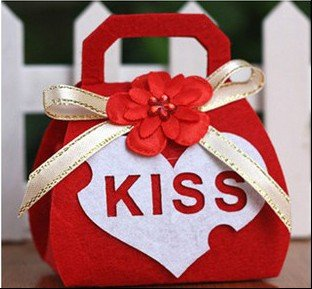 Free shipping new Kiss wedding favors gift candy boxes Non woven Creativity individuality wedding invitations 50pcs - Top 7 Long Distance Relationship Gifts