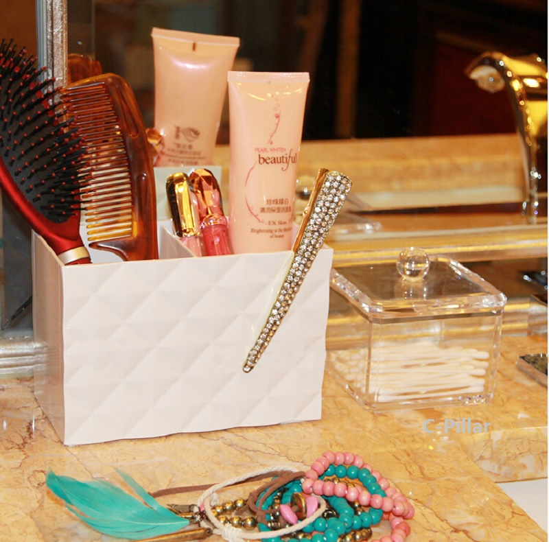 2016 Creative Desktop Cosmetic Storage Box Plastic Diamond Pattern Dressing Boxes 4 Colors Makeup Holder Free Shipping