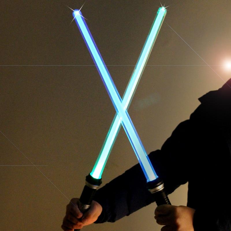 2 unids/set Star Wars Led intermitente espada Cosplay armas Lightsaber niños Juguetes para los niños patrón inducida flash decoloración