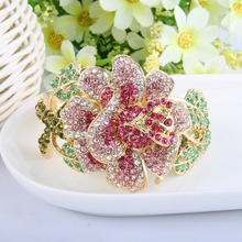купить BELLA  Gorgeous Gold Tone Brown Flower Bracelets & Bangles Austrian Crystal Rhinestone Plant Bracelet Cuff For Women Accessories дешево