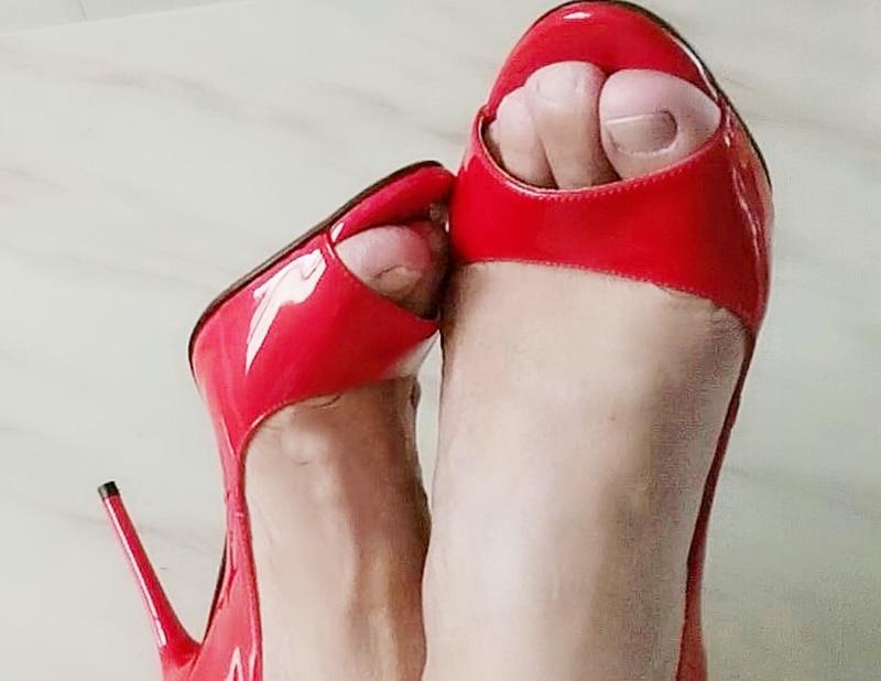 фетиш в красных туфлях - 2