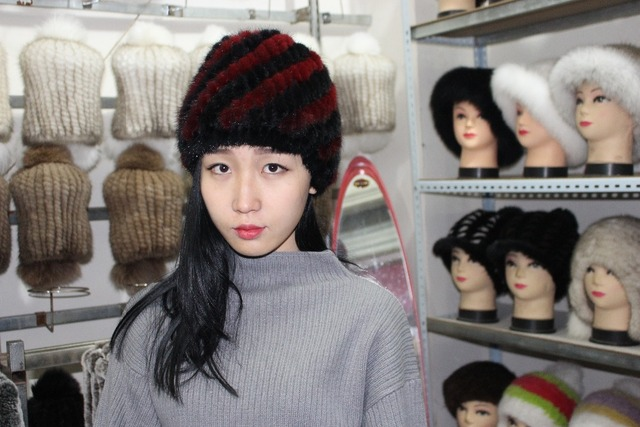 Grey  black  red  white  blue  green brown  purple woven real  mink  fur hats