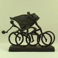 Abstracto creativo hierro fundido Ciclismo equipo Sprint estatua ornamental metal bike racing escultura Juegos Deportivos Campeonato arte