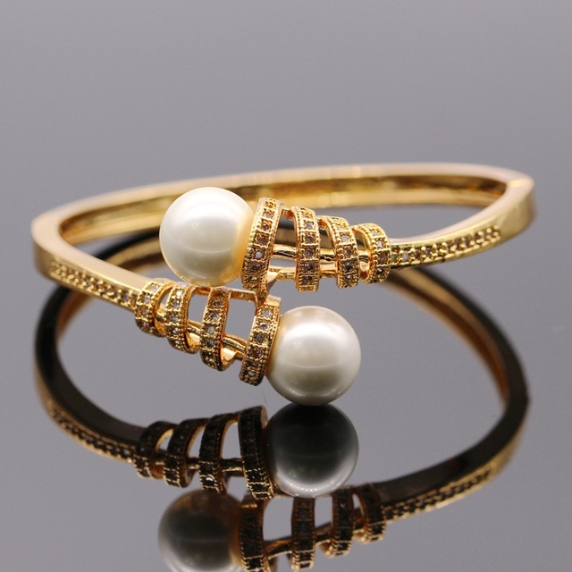 Graceful Cubic Zirconia Shell Pearl Micro-inserts Bangle Yellow Gold Plated Women Bangles