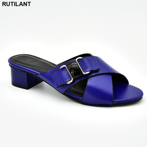 Image 1 - Nieuwe Collectie Italiaanse Vrouwen Bruiloft Pompen Versierd Met Strass Slip Op Schoenen Voor Vrouwen Nigeriaanse Luxe Sandalen Vrouwen