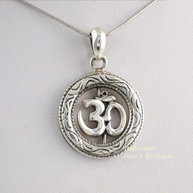 925 sterling silver zen yoga namaste spinning om ohm round men 925 sterling silver zen yoga namaste spinning om ohm round men pendant a2608 mozeypictures Images