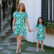все цены на Mother Daughter Dresses 2019 Matching Summer Clothes 2019 Family Look Girl and Mother Dress Chiffon Beach Dresses Outfits E040 онлайн