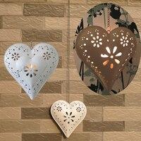 แขวนกลางแจ้งหัวใจผู้ถือเทียนทีไลท์ที่มีออกแบบลายดอกไม้หน้างานแต่งงานตกแต่ง