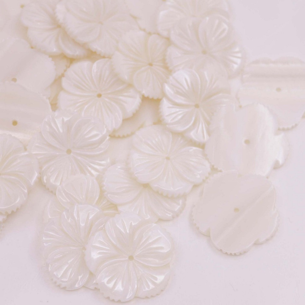 Купить с кэшбэком 50 PCS 30mm Flower Shell White Mother of Pearl Loose Beads Jewelry Making