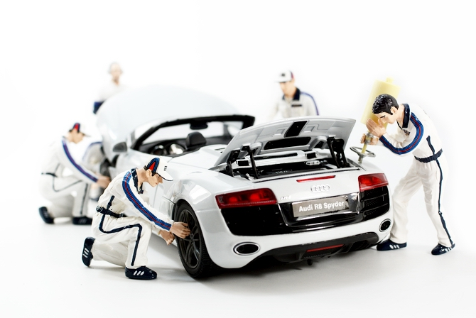 Car model scene 1:18 maintenance dolls 6 people out of  print car model scene 1 18 car girl dolls out of print