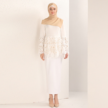 Muslim Women Long Sleeved Lace Tops Arab Female Hollow-out Blouse without Scarf and Belt