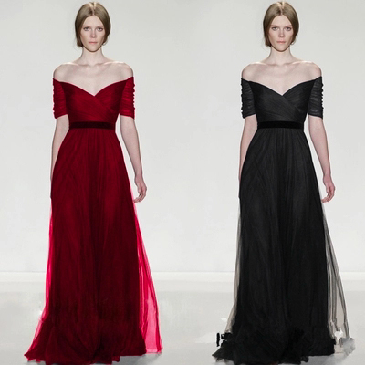 The new off-the-shoulder v-neck sleeves long dress presided over the bride wedding dress evening dress