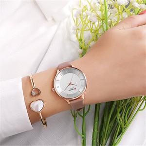 Image 2 - Montres pour femmes Top marque CURREN strass femmes bracelet avec cuir dames robe montre femme horloge Relogio Feminino