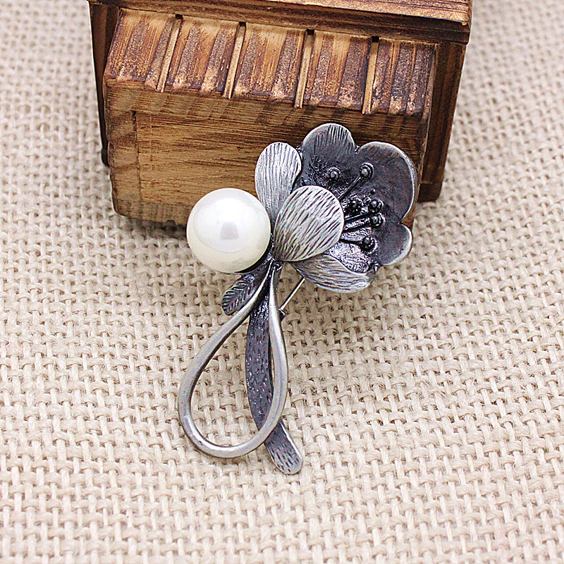 JUJIE Vintage Pearl Flower Brooches For Women 2018 Wedding Bouquets Classic Brooch Pins Plant Jewelry Dropshipping