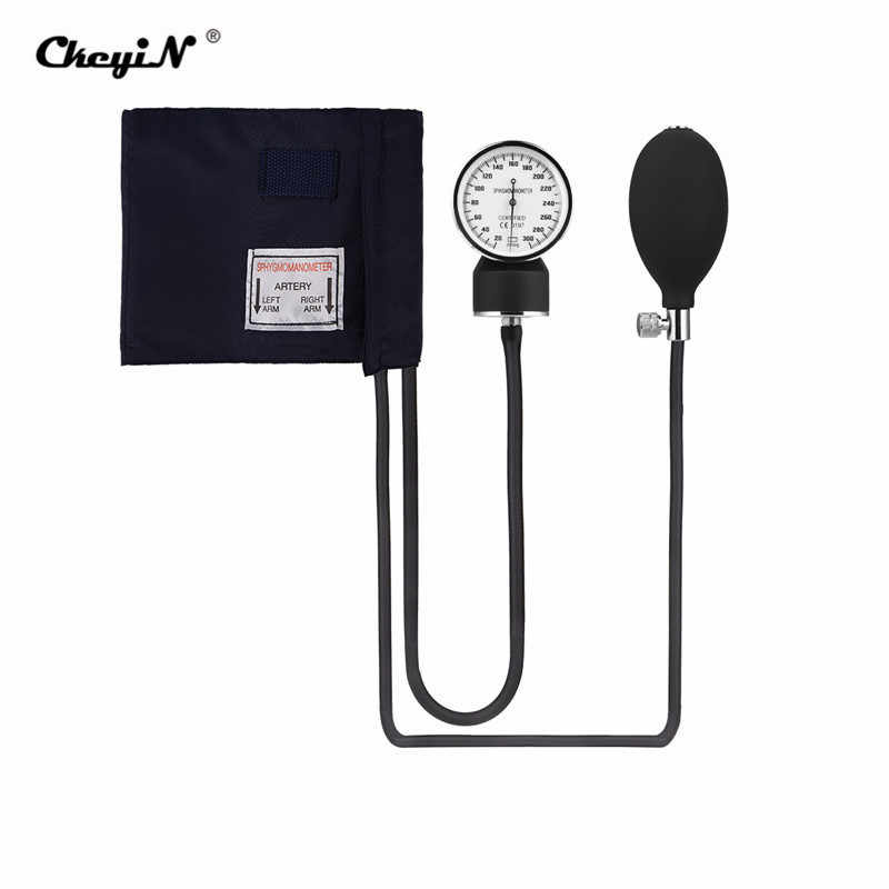¿Cómo se mide la presión arterial sistólica y diastólica con un esfigmomanómetro?