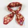 2016 Satin Plazoleta Bufanda de Seda Impresa Para Las Mujeres Otoño y la Primavera Venta Caliente Rojo Flor del Oro del Diseño de Poliéster Bufanda pañuelo