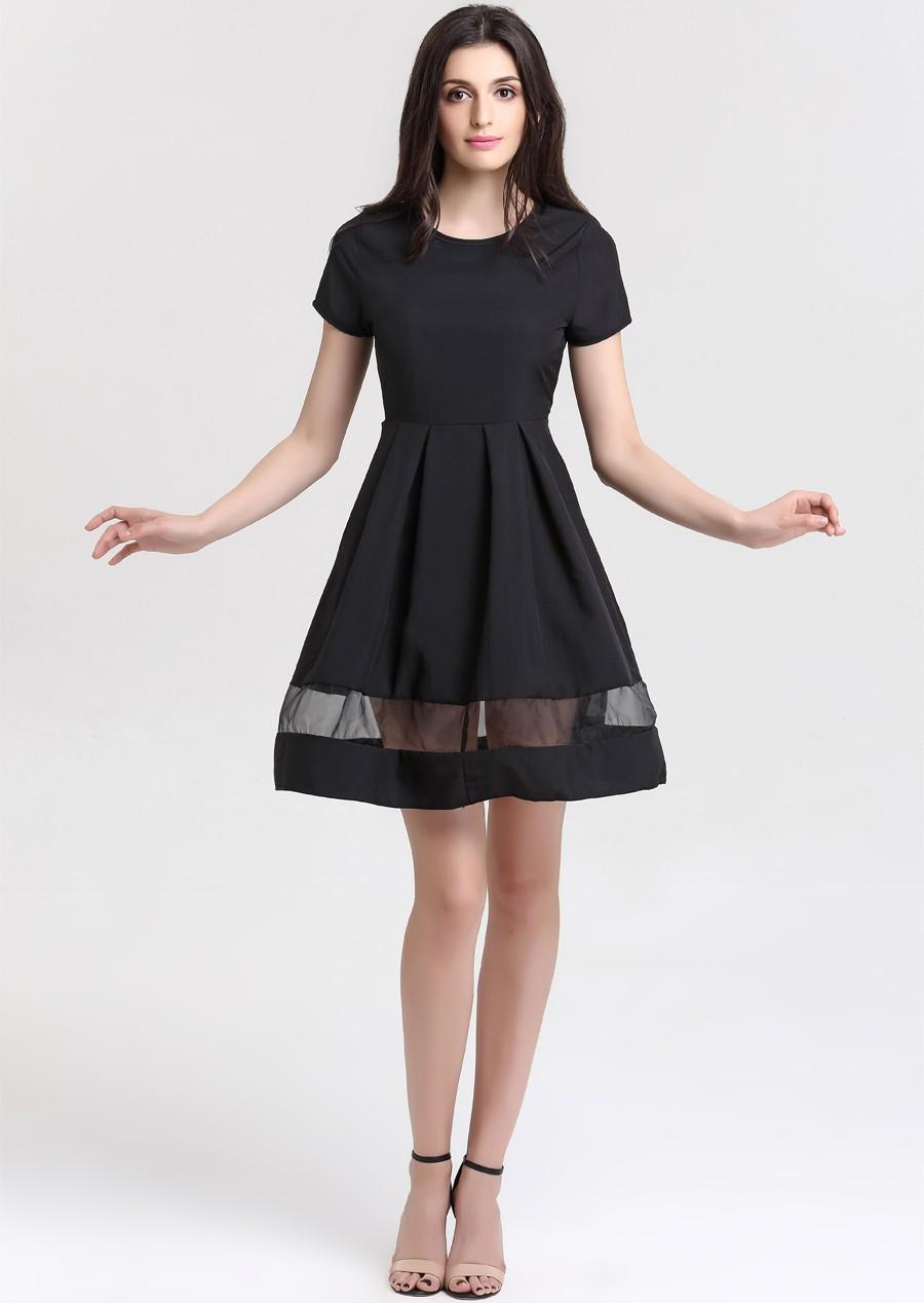 Lühikeste varrukatega must kleit