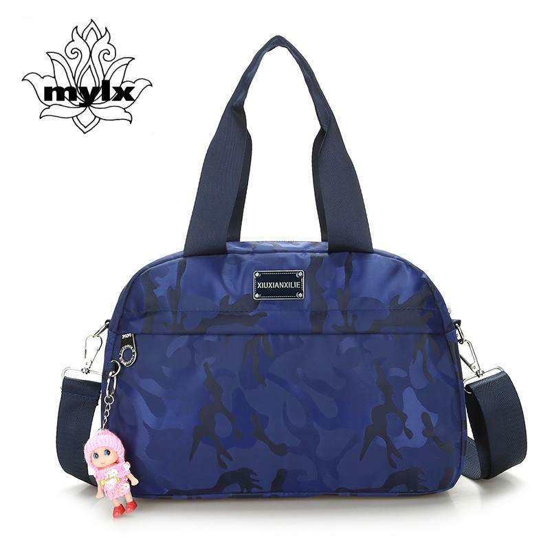 Dama dulce bolso de camuflaje Bolsa de nylon impermeable para mujer con muñeca Bolsa de ocio de moda ligera para mujeres Bolso bandolera lindo