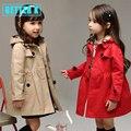 2017 de primavera de los bebés chaquetas y abrigos chaqueta de estilo Británico para las niñas de ropa un sombrero desmontable capa de la muchacha 2-8 año de edad