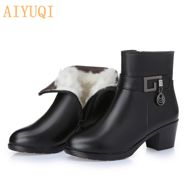 Genuine Leather women's boots   2019 winter thick wool lined genuine Leather women snow boots, large size  mother warm boots,