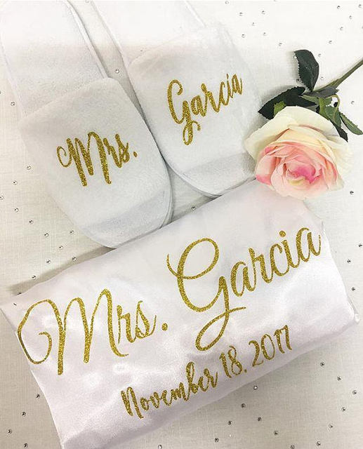 personalized name glitter wedding Bride Bridesmaid satin pajamas kiminos  robes with slippers bridal shower party favors gifts 4dd9e62281b5