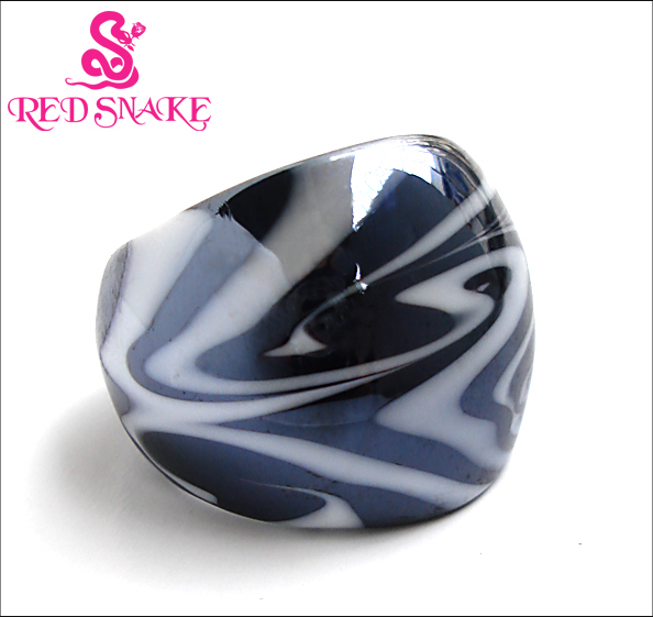 RED SNAKE Fashion Ring Ručně vyráběný černobílý Murano Glass Ring