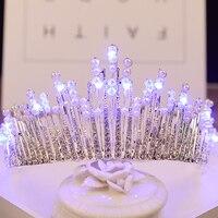 2017 New Arrivals Korona Tiara Niebieski Biały Światła Świecące Handmade Rhinestone Symulowane Perły Włosów Chluba Stroik Kobiet HG238