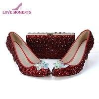 Свадебная обувь с клатчем индивидуальные хрустальный цветок свадебные туфли цвет красного вина со стразами обувь для матери невесты с сумо