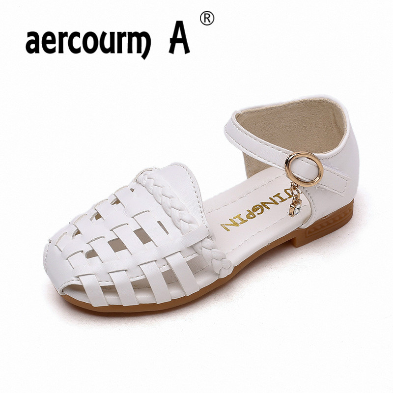 Aercourm A Girls Flat Heel Sandals 2018 Summer Girls Solid Color Weave Hollow Princess Shoes Pink Beige White Soft Baby Sandals