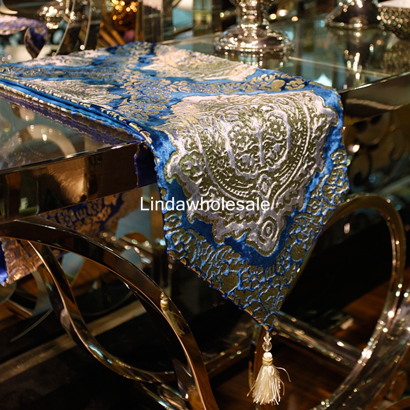 Good quality European ornate velvet stamping table runner fashion Coffee table flag Home decoration supplies tablecloth