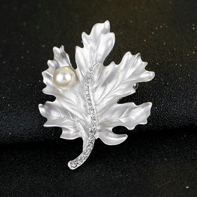 High Quality Trendy Pearl Maple Leaf Brooches Crystal Alloy Scarf Buckle Pin Jewelry For Women Day Free Shipping To Russia
