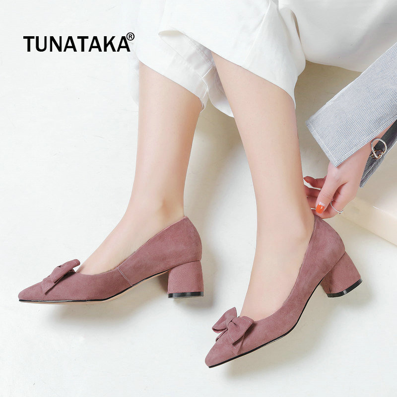 все цены на Suede Comfort Square Heel Pointed Toe Woman Pumps Sweet Bow Knot Dress Lazy High Heel Shoes Woman Black Pink Apricot