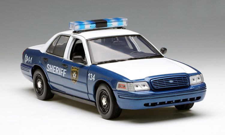 Rare Model 1:18 GreenLight 2001 Ford Crown Victoria Zombie movie Alloy car models Favorites Model Holiday gifts factory 1 18 overbearing suv alloy car models many movable member favorites model