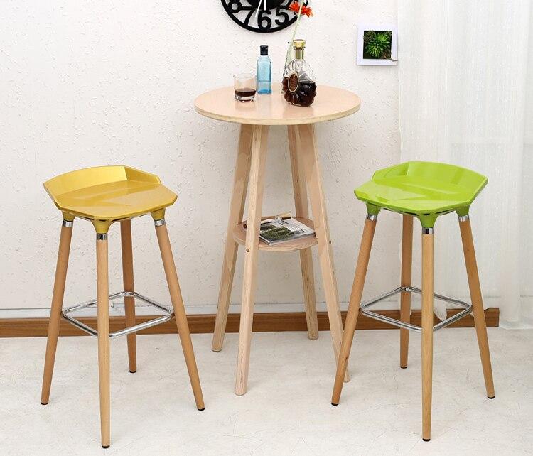 Bonito Muebles De Heces Bajo Los Pies Inspiración - Muebles Para ...