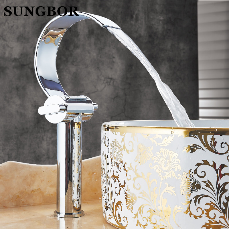 Comprar Cobre Dolphin estilo doble manija baño grifo del lavabo doble agujero mezcladores caliente/agua fría cromo pulido montado AL 7812L de Cuencas de grifo fiable proveedores en SUNGBOR Store