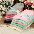 Venta caliente de La Moda de Primavera otoño invierno Cálido Mujeres de Color Sólido juego Para 34-43 Rombo Calcetín corto salvaje calcetines Lindos del Envío gratis